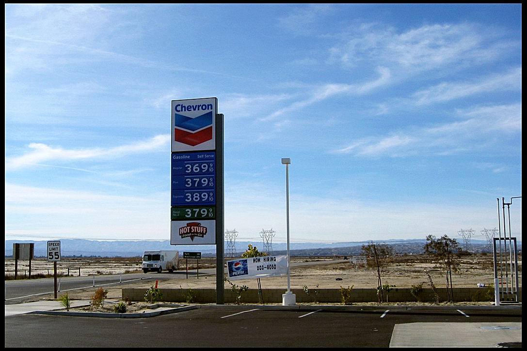 gas-station-1-lost-hills-ca-december-2007
