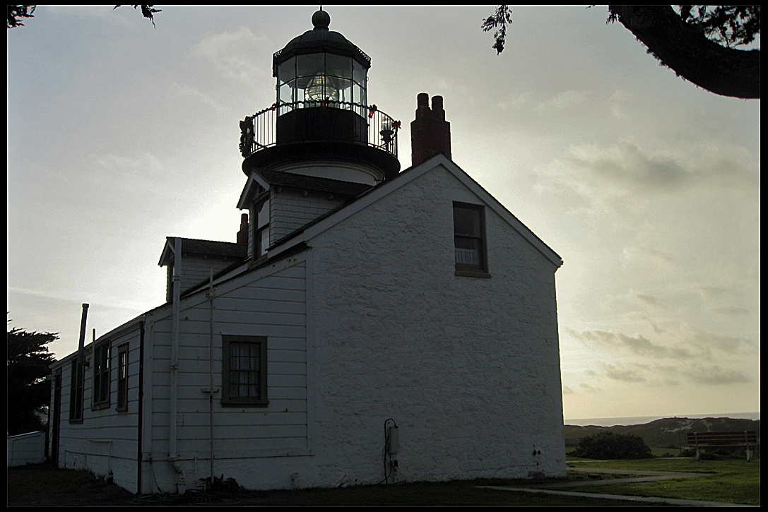 lighthouse-pacific-grove-ca-december-2007